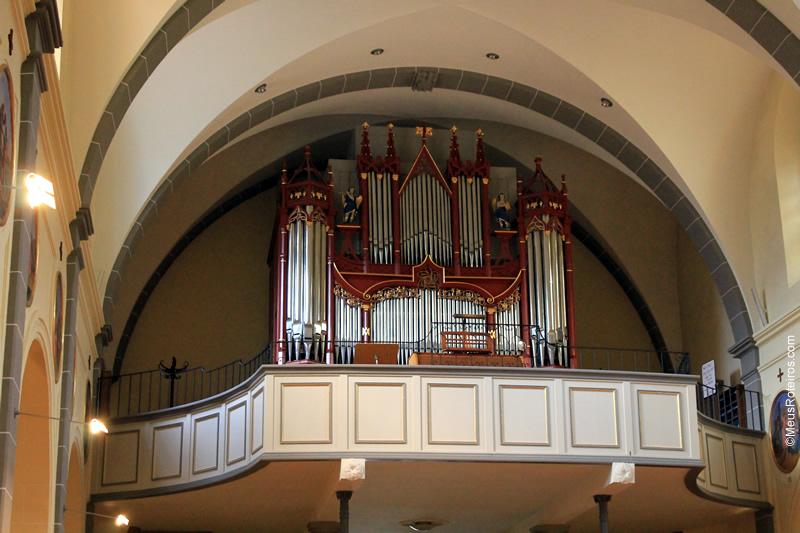Órgão ao fundo da Igreja de Gruyères
