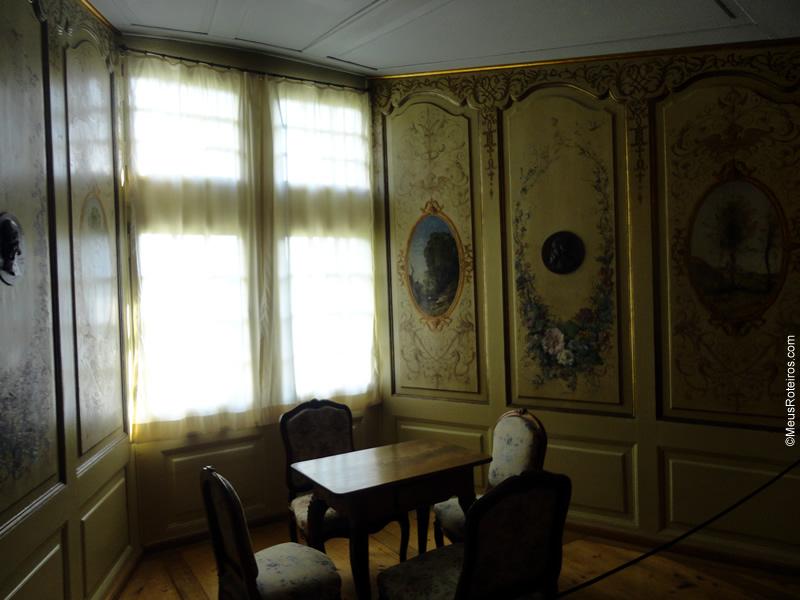 Uma das salas no interior do Château de Gruyères