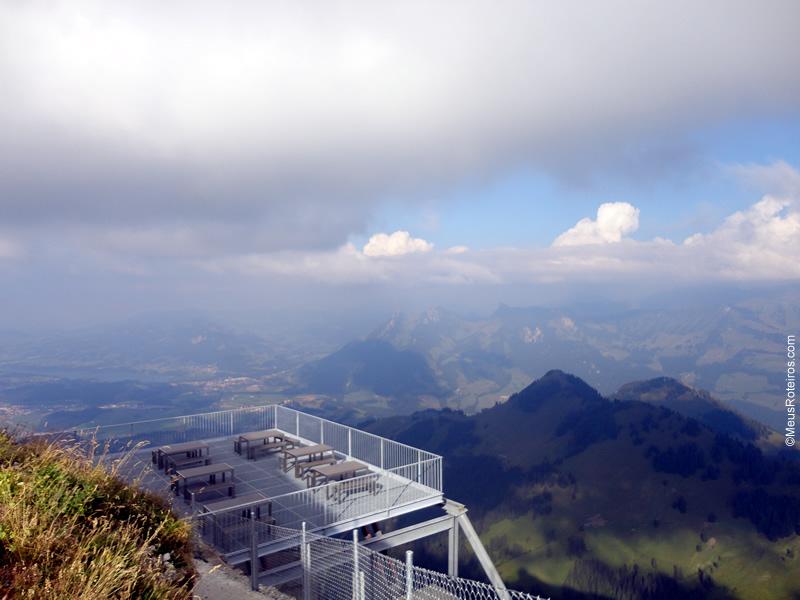 Restaurante no alto da montanha