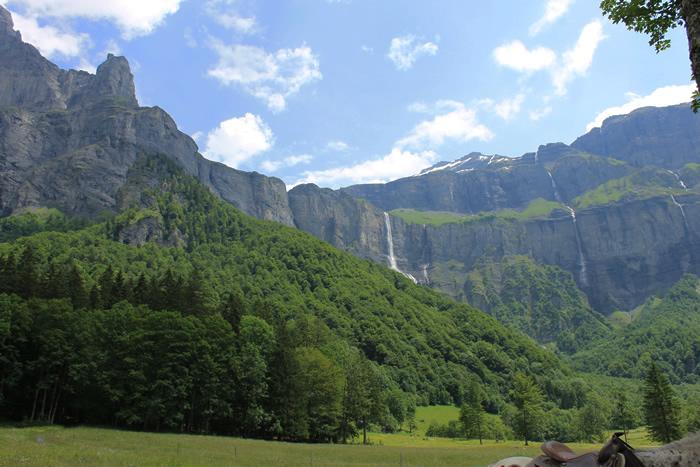 O Corne du Chamois se apoia na montanha Tenneverge, com 2985 m.