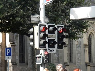 A coluna do meio é específica para táxis.