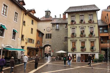Uma das ruas do centro histórico de Annecy