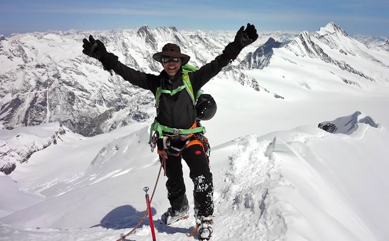 No topo, com os Alpes Suíços ao fundo, em um dia em que a vista alcançava a Áustria e a Itália