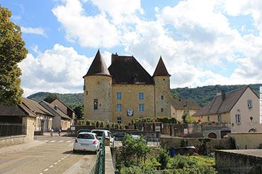 A fachada do Château Pécauld...