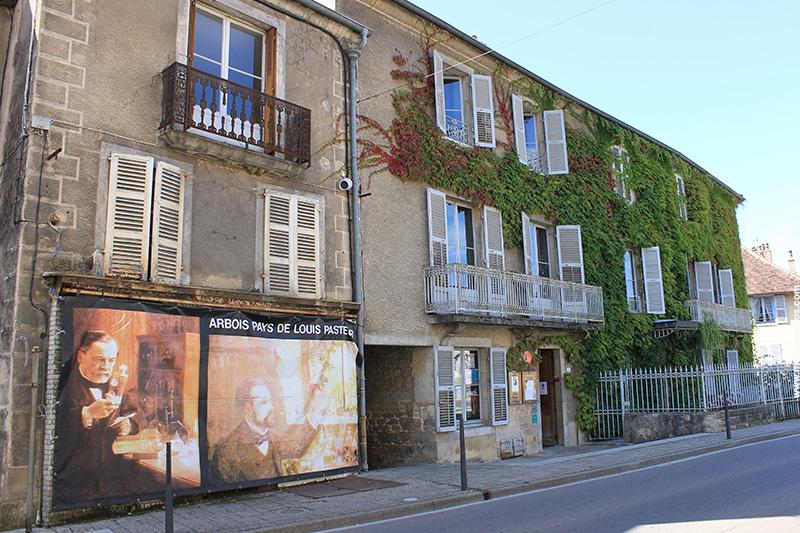 A fachada da Maison Pasteur, onde o pesquisador viveu e hoje é um museu