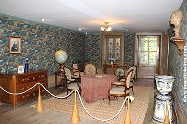 A sala de visitas da Casa de Pasteur...