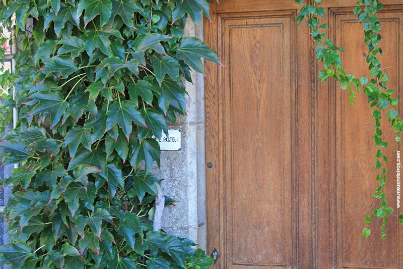 Na porta de entrada, uma placa indicava que ali morava Pasteur