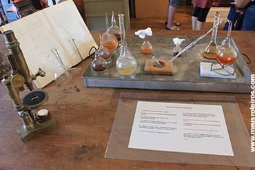 Aparelhos de experimentos sobre a mesa...
