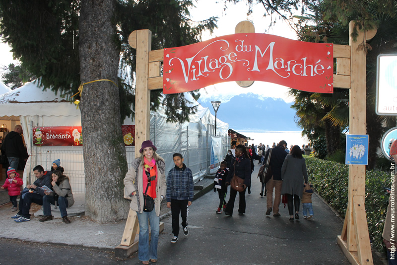 Marlise na entrada do Mercado de Natal de Montreux