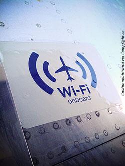 Várias empresas aéreas já oferecem wifi a bordo