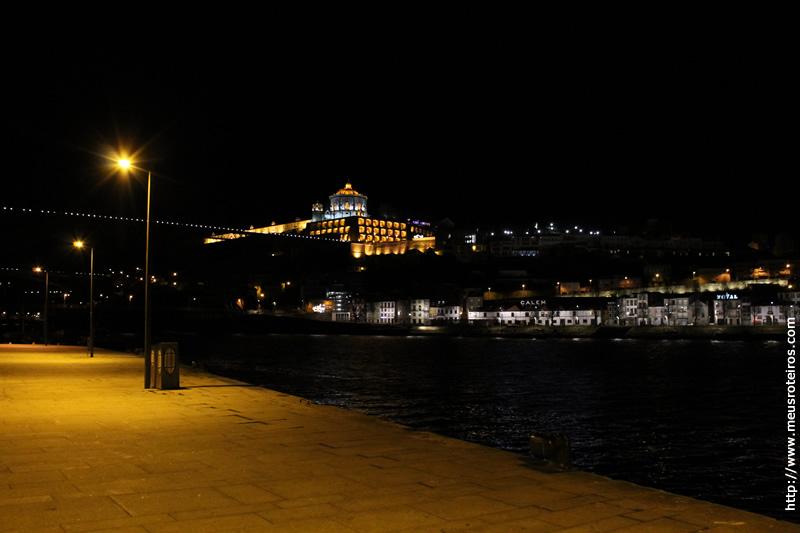 Vista noturna do Mosteiro da Serra do Pilar