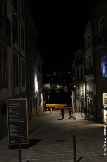 Rua da Alfândega, onde fica a Casa do Infante