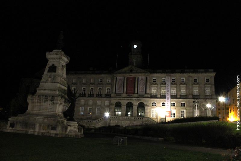 Palácio da Bolsa e Estátua do Infante D. Henrique