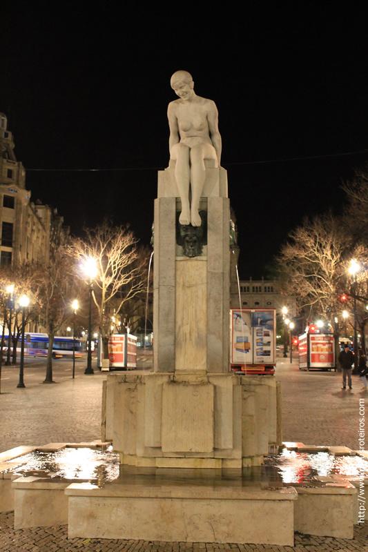 Estátua na Praça da LIberdade (não consegui descobrir quem é)