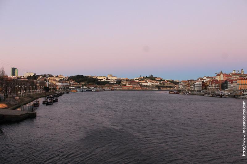 Vista do nascer do sol na cidade do Porto