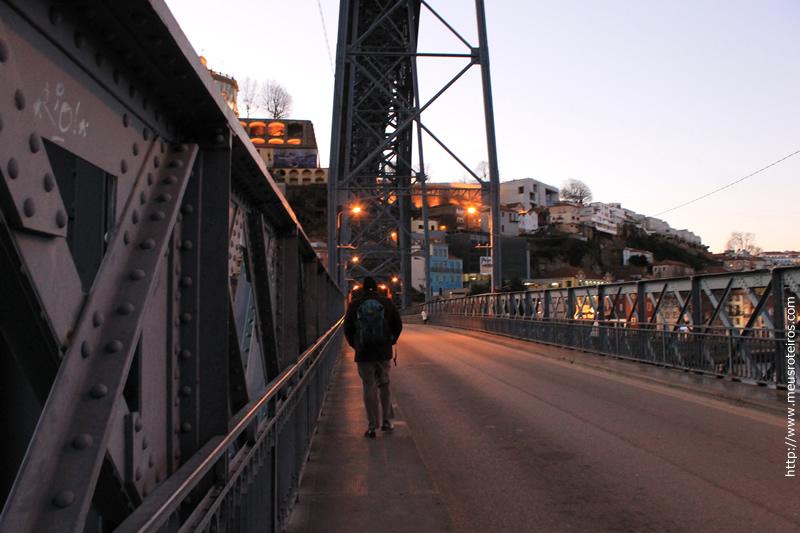 Fizemos a travessia da ponte com o dia amanhecendo