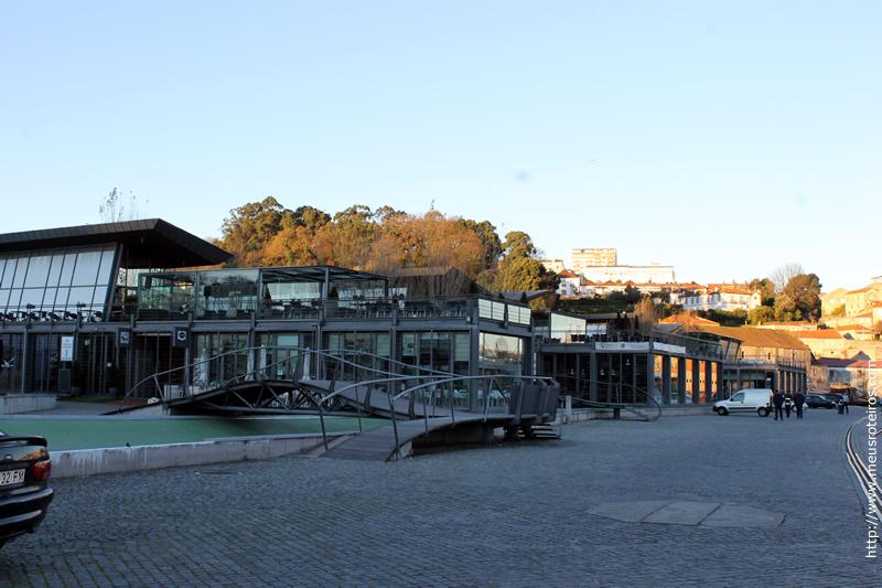 Área de bares e restaurantes às margens do Rio Douro, em Nova Gaia
