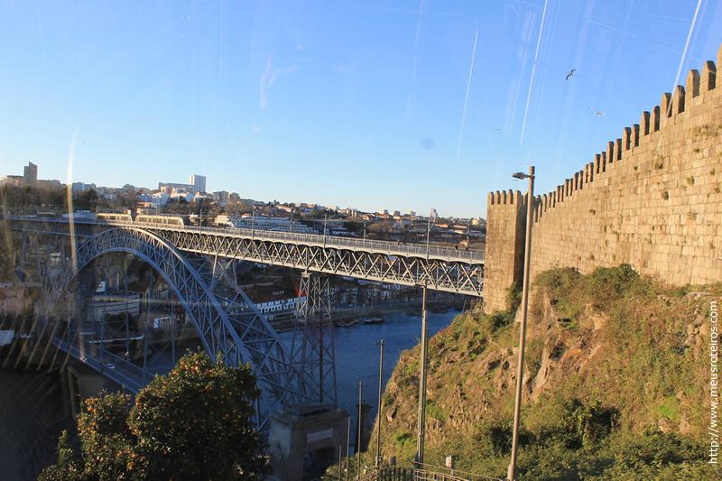 Ponte e Muro dos vistos do furnicular