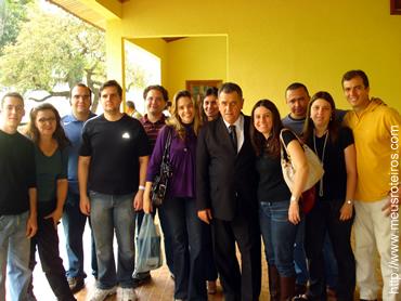 Membros do grupo com o Deputado