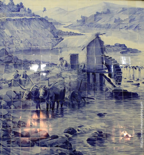 Pinturas nos azulejos da Estação de Trem São Bento