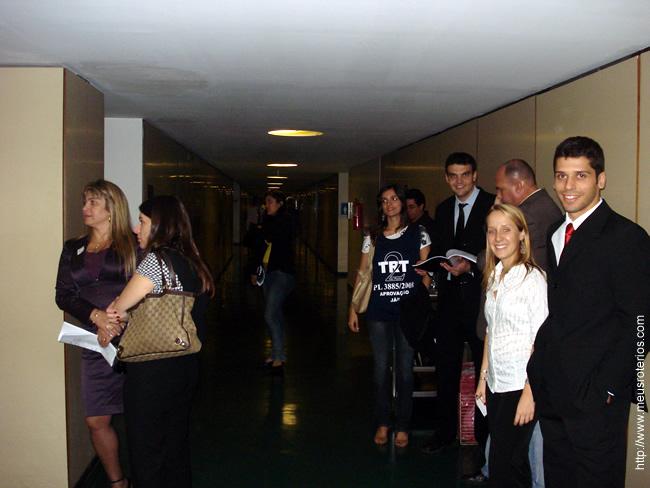 Muitas vezes ficávamos assim, aguardando deputados pelos corredores da Câmara