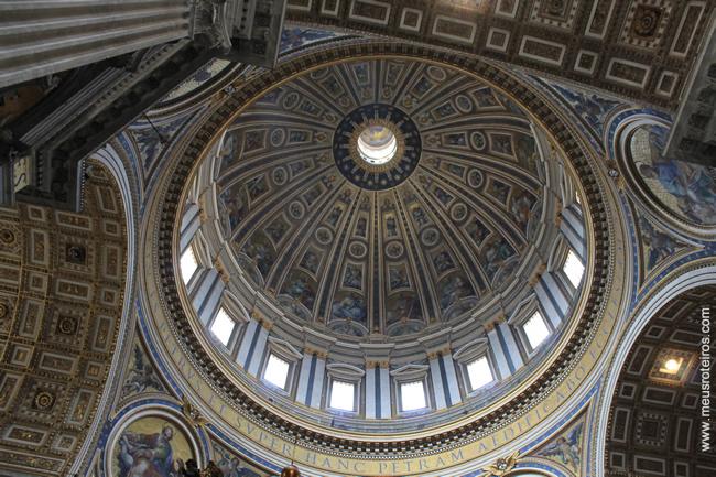 ... e a cúpula projetada por Michelangelo