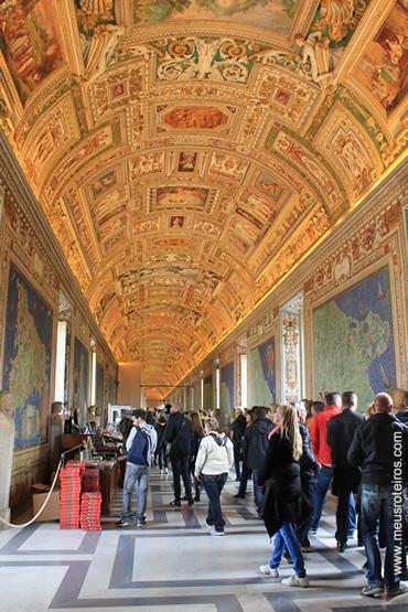 Um dos corredores dos Museus...