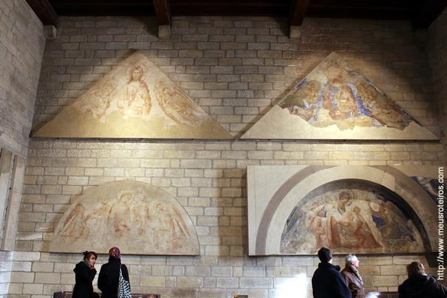 Um dos pontos altos da visita ao Palais des Papes são os afrescos que encantam pela beleza e significado