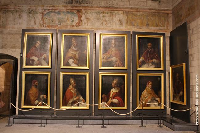 Galeria com os nove papas que viveram no Palais des Papes