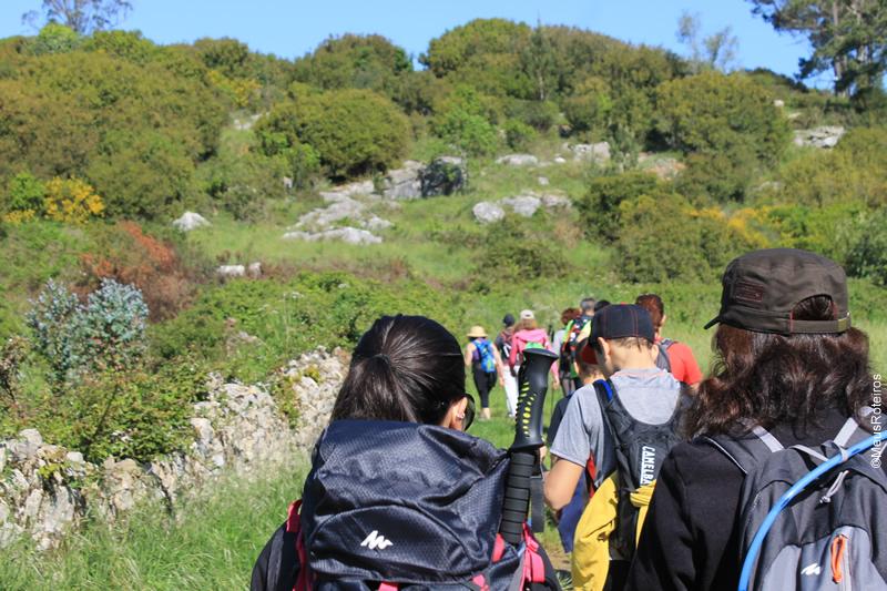Trilhas de Portugal:grupo caminhando