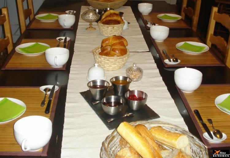Reserva de hotel (Mesa servida para o Café da manhã)